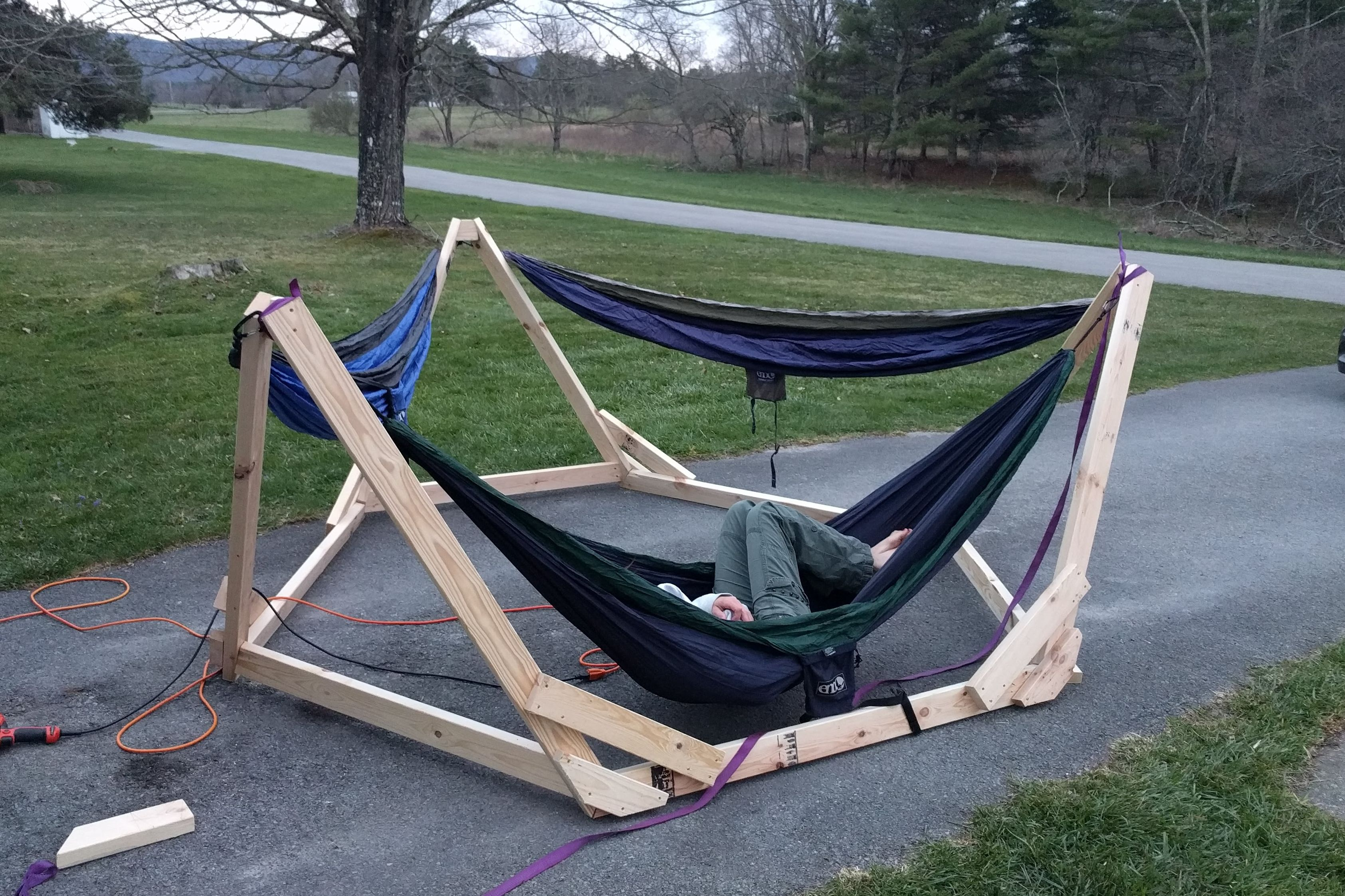 Picture of the completed hammock stand